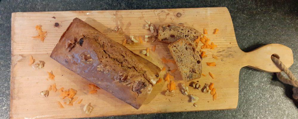 Bananenbrood met wortel en walnoten.