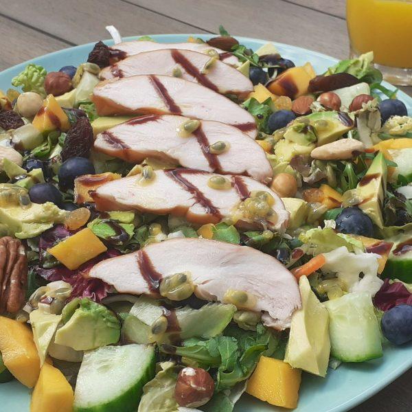 Zomerse salade met gerookte kipfilet mango & passiefruit (2)